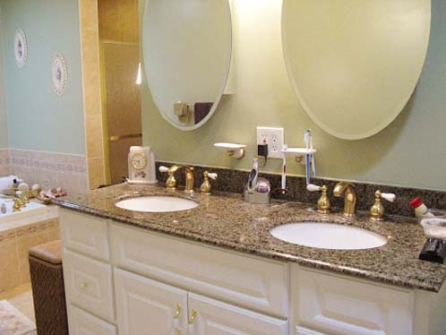 Bathroom cabinet hampton in roads va bathroom cabinets for Bathroom remodeling williamsburg va